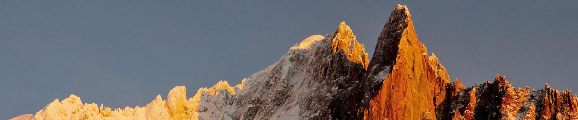 Coucher de soleil sur les Drus, dans le massif du Mont-Blanc,  à Chamonix